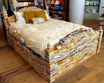 Het boekenbed van een biubliofiel
