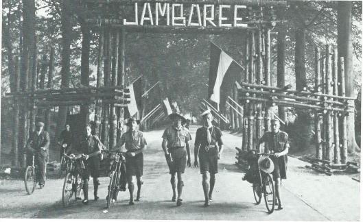 Toegang via Bekslaan van de vijfde wereld-jamboree der padvinders, gehouden op de landgoederen 't Huis te Vogelenzang en Woestduin van 31 juli - 9 augustus 1937.
