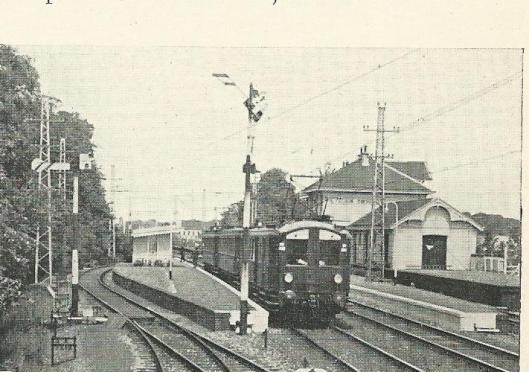 Aankomst van een trein met scout-deelnemers op station Vogelenzang