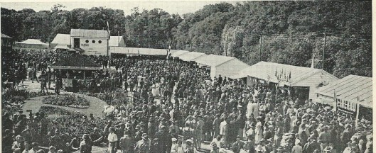 Drukte op de markt van de jamboree, 1937