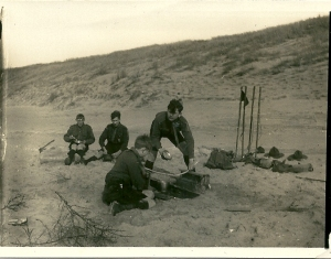 Foto van een kamp in de duinen van Zandvoort