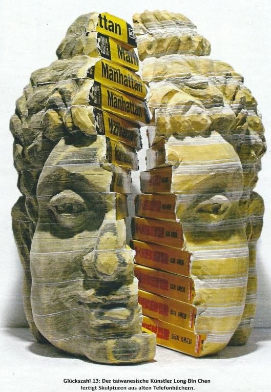 Sculpuren uit telefoonboeken vervaardigd door Long-Bin Chen uit Taiwan