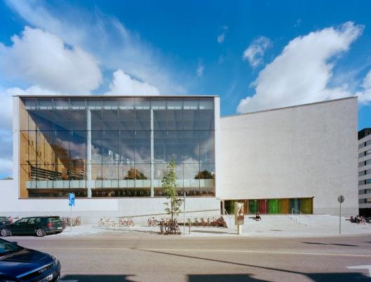 Vooraanzicht van de nieuwe stadsbibliotheek in Turku, Finland
