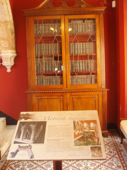 Boekenkast in Kilkenny kasteel, Ierland