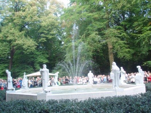 Op 14 september 2014, op de 200ste geboortedag van Nicolaas Beets, is voor de derde maal onder grote belangstelling na een restauratie het Hildebrand-monument in de Haarlemmerhout onthuld