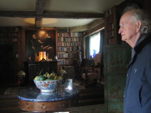 Hans Krol in Sissinghurst kasteelbibliotheek, Kent, 2 juni 2015