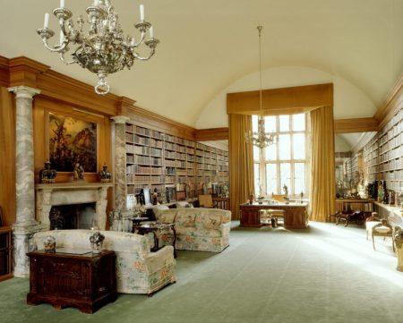 De bibliotheek van Angelesey Abbay, Cambridgeshire. (National Trust)