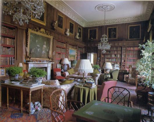 Badminton House library in het graafschap Gloucestershire. Sinds de 17e eeuw in eigendom van de hertogen van Beaufort. Fe bibliotheekruimte is begin 19e eeuw opnieuw ingericht door sir Jefrey Wyatville.