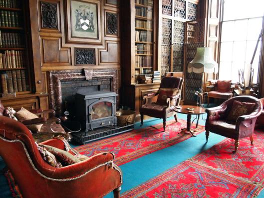 Balfoer kasteel- bibliotheek in Schotland
