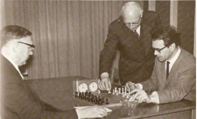 Bomans aan het schaakbord met Euwe