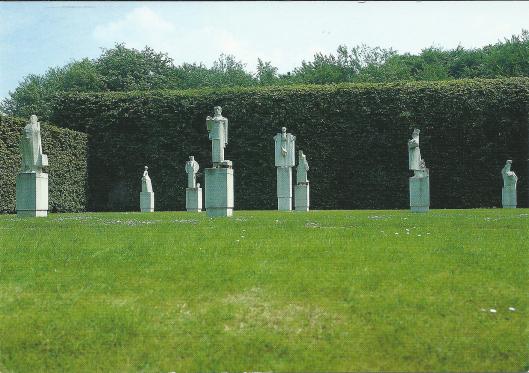 Het Hildebrand-monument van (zonder de fonteinbak) na verhuizing vanuit Haarlem naar Heino (foto Frans Westerik)