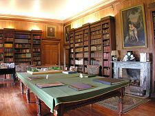 Interieur van de grote bibliotheek in Hopetoun Huis