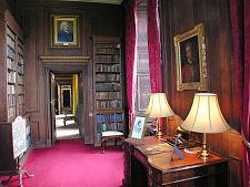 Interieurfoto van de kleine bibliotheek in Hopetoun House bij Edinburgh