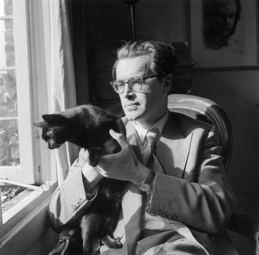 Godfried Bomans met zijn favoriete kat