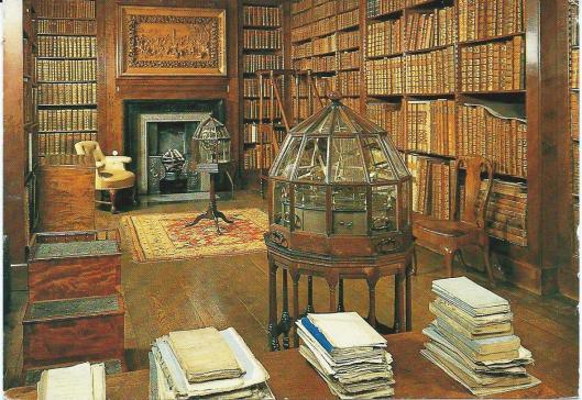 Library of Dunham Massey, near Altrincham. Het reliëf naar Tintoretto's Kruisiging wordt beschouwd als het oudst overgeleverd werk door Grimling Gibbons.