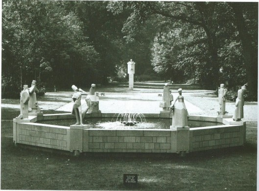 Het Hildebrand-monument van Jan Bronner in de Haarlemmerhout in 1968 (foto W.J.van Borselen)