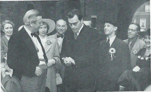 Bij de '14 Juillet'-viering in 1951 is Anton van Duinkerken enkel voor die dag benoemd tot 'Maire de la commune libre de Teisterbant' en is de Nijmeegse letterkundige en hoogleraar verwelkomd door Godfried Bomans