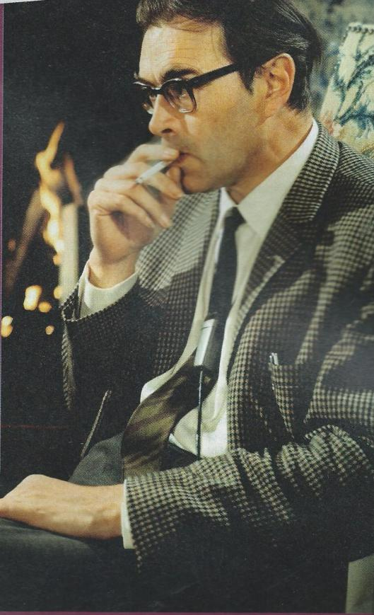 Godfried Bomans (met bijna evenzeer onafscheidelijke) sigaret