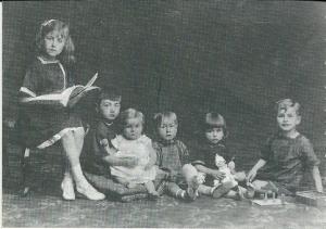 v.l.n.r. Wally, Herman (ov. 1921), Arnold, Rex, Jan en Godfried Bomans