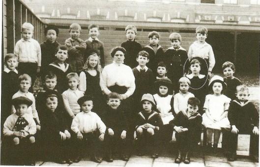 Nog een klassefoto van Godfried op de lagere school aan de Cruquiusstraat 2 in Haarlem