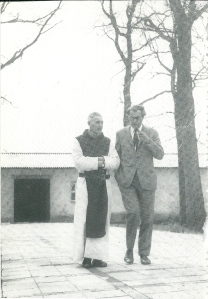 Godfried Bomans met broer Arnold, pater Jan Baptist in Zundert (1969)