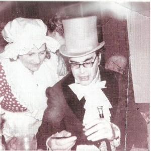 Godfried Bomans en de moeder van schrijver L.H.Wiener. Uit: L.H.Wiener: Moederdag, als bibliofiele uitgave verschenen bij de Carbolineum Pers te Kalmthout (België)