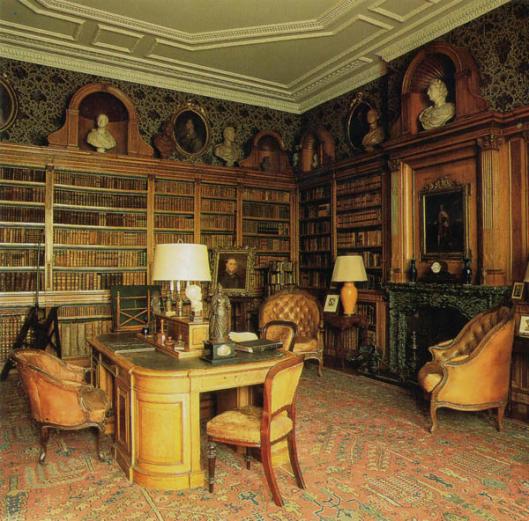 Bibliotheek in Wrotham Park (Herfordshire). 'Mansion' in 1754 gebuwd en na een brand in 1887 naar het origineel hersteld