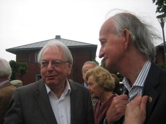 Wiel Kusters (links) en Hans Krol na de onthulling van het Hanlo-monument op 29 mei 2014 in Valkenburg
