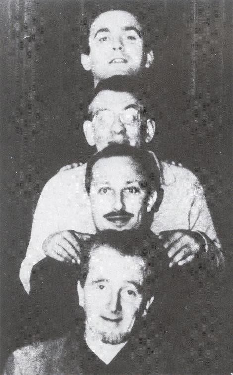 Jan Hanlo (onder) met de redacteuren van het tijdschrift Barbarber: G. Brands, J. Bernlef en K. Schippers