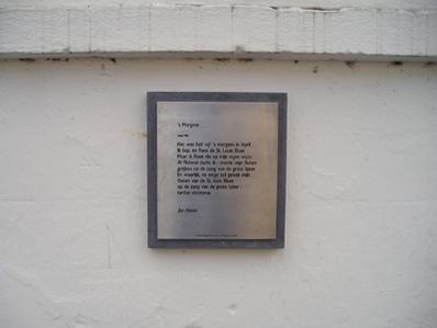 Vers 's Morgens van Hanlo aan de muur bij de molen van Schyns in de Sint Pieterstraat te Valkenburg