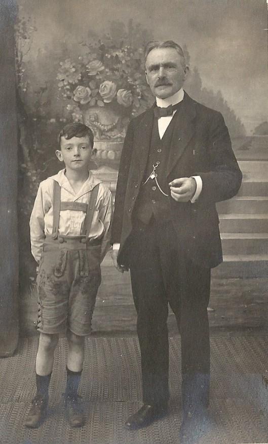 Jeugdfoto van Jan Hanlo met zijn grootvader Jean Crobach (coll. Jacques Reekers)