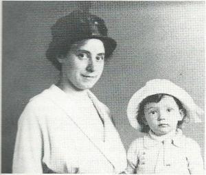 Een jonge Jan Hanlo en zijn moeder (Mai)