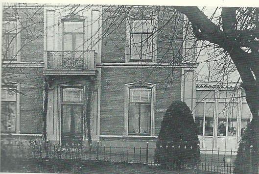De villa Rozenberg in de Stationsstraat waar Jan Hanlo in zijn Deurnese tijd woonde (foto uit biografie door Hans Renders)