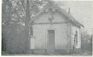 Het inmiddels afgebroken portiershuisje van de Volkshogeschool Geerlingshof (feitelijk 1 kamer), waar Hanlo woonde van 1958 tot aan zijn dood in 1969 (Jan M.G.Schurgers: Jan Hanlo, 1971)