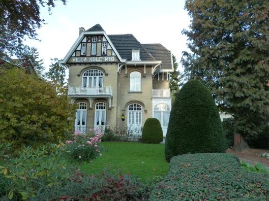 De villa Sole Mio, Broekhem 16, is gebouwd in 1905 en geniet tegenwoordig bescherming als rijksmonument