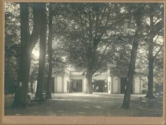 Groenendaal: restaurant, voormalig koetshuis van Bosbeek