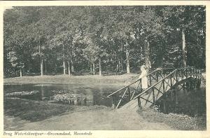Op het bruggetje van de Waterlelievijver Groenendaal, 1934