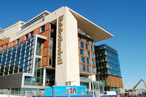 Beeld van hella haasse in bibliotheek amsterdam for Bibliotheek amsterdam