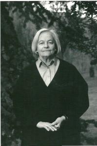 Foto van Hella Haasse op achterzijde van boek 'Oeroeg' in 2009 heruitgeven in het kader van de bibliotheekactie Nederland leest