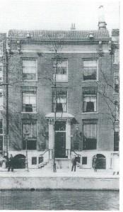 Het derde pand Singel 146 bij de Torensluis waar het veilingbedrijf en antiquariaat De Vries vanaf 1901 was gehuisvest (Colectie KVBBB, Amsterdam)