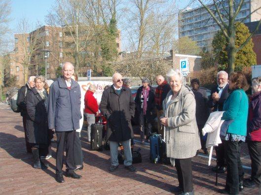 22 april 2013: terugkeer van Leamingtonians met de bus vanaf raadhuis Heemstede