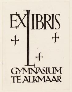 Exlibris Gymnasium Alkmaar; ontworpen door Fré Cohen