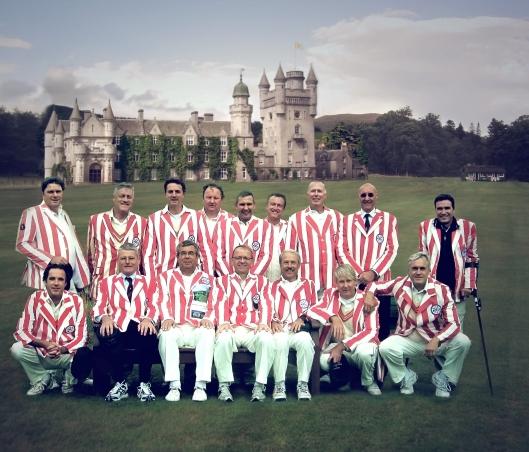 De Fellowship of Fairly Odd Places Cricket Club uit Zuid-Kennemerland speelde op 30 augustus 2014 tegen de Crathie Cricket Club [door de Schotten gewonnen met 135 tegen 110 runs] op de koninklijke terreinen van Balmoral in Aberdeenshire