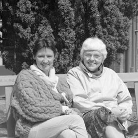Rechts Gertie Beker-Kolle in 1983