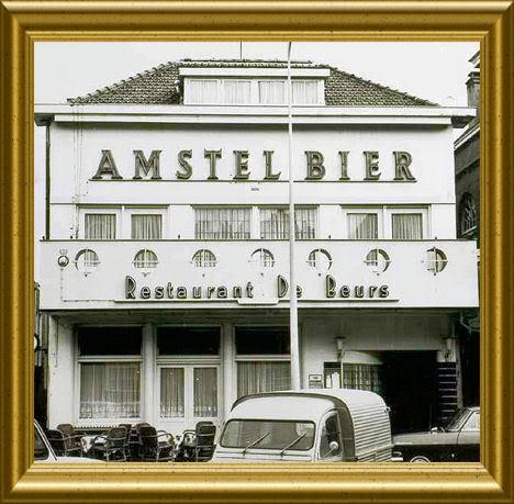 Zaal de Beurs Van Vilsteren, Markt 20, Helmond waar Godfried Bomans op 4 juli 1948 het r.k.biblotheekcongres toesprak. In 1981 is het restaurant door barnd verwoest en in 1984 adgebroken (deweblog vanhelmond)