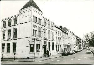 Bierkade 2A. geboortehuis in 1913 van Godfried Bomans, in 1981 gesloopt ten gunste van nieuwbouw.