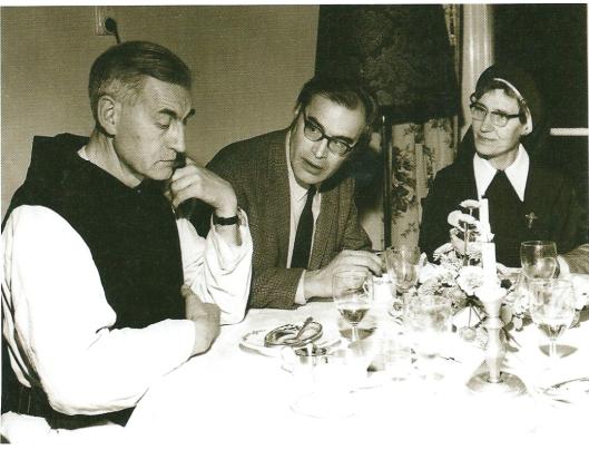 Bomans in triplo: v.l.n.r.: Arnold (pater Joannes baptista), Godfried en Wally Bomans (zuster Borromée).