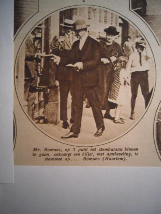 Mr.J.B.Bomans stemt in Haarlem. Uit de Katholieke Illustratie van 8 juli 1925.