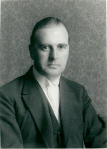Mr. J.B.Bomans, 'de man met de witte das'