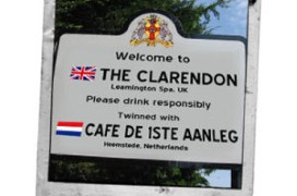 Een nieuw bord: 'The Clarendon' in Leamington twinned with 'De 1ste Aanleg' in Heemstede